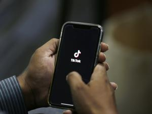 Trump Backs Proposed Tiktok Deal with Oracle, Walmart