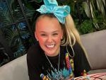 Watch: After Sparking Speculation, YouTuber Jojo Siwa Confirms She's Gay with Adorable T-Shirt